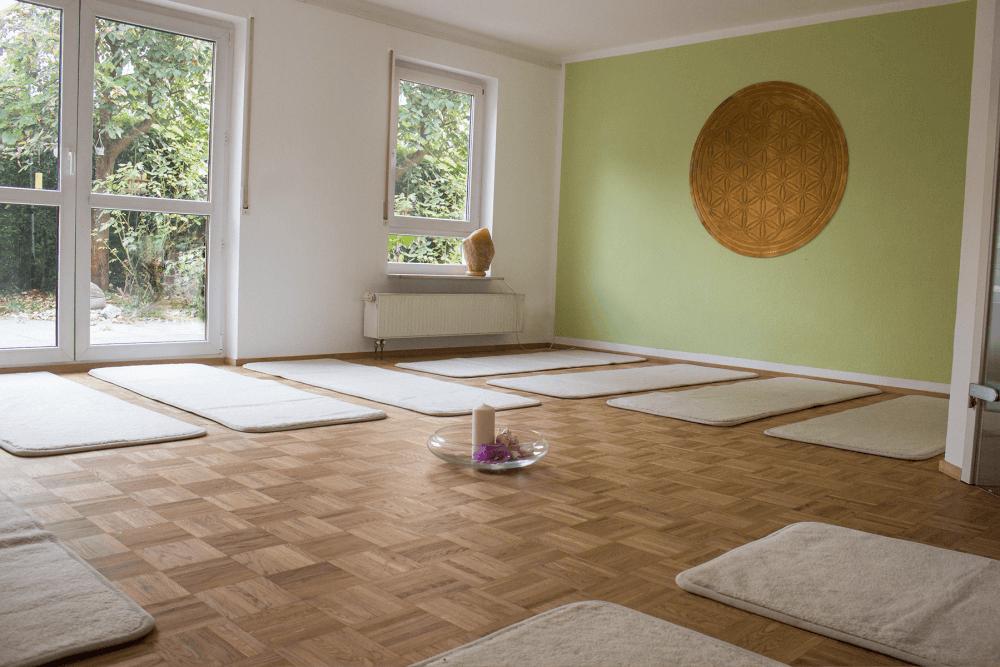 Raum Ansicht mit Yogamatten