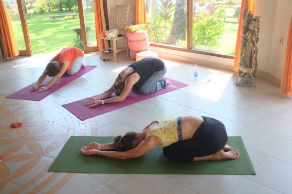 Yogaübungen im Pavillion